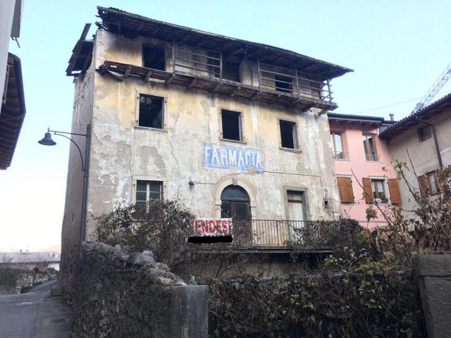Cavedine, casa su tre piani da ristrutturare