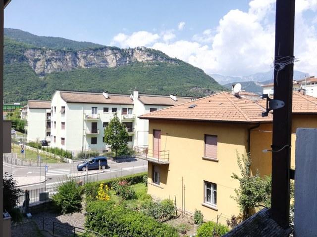 Ampio appartamento vicino a piazza Fiera - via Perini